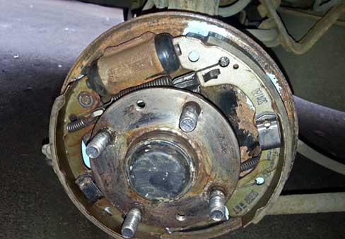 Замена задних барабанных тормозных колодок на Опель Корса
