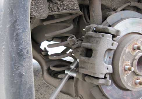 Замена задних дисковых тормозных колодокна Opel Antara